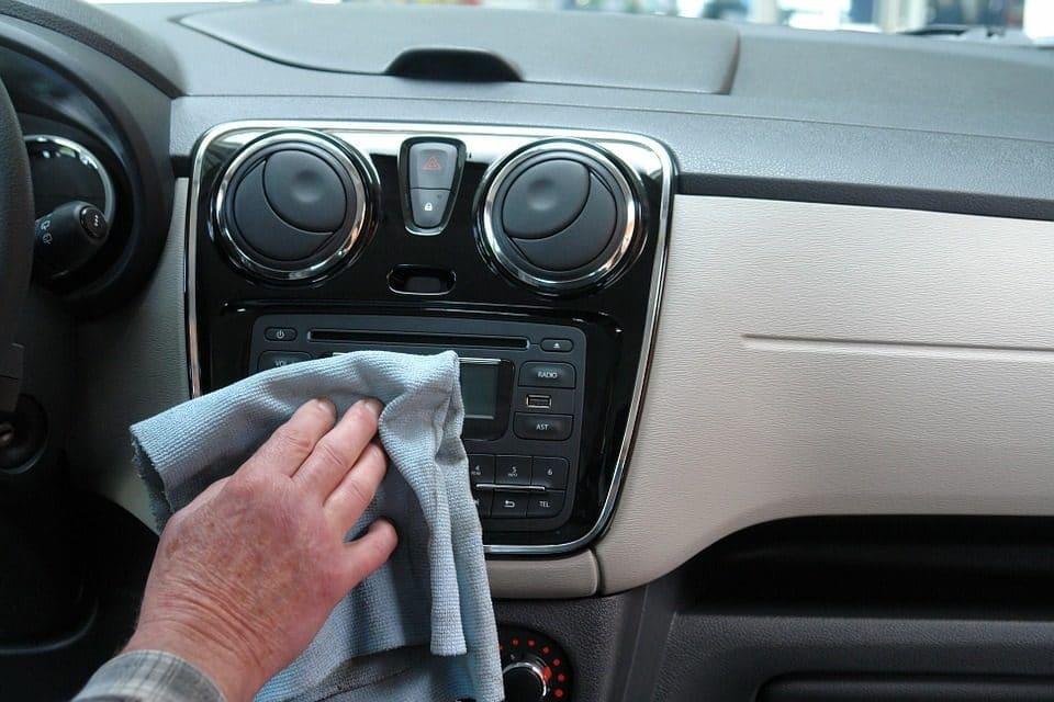 Jak zadbać o porządek wewnątrz samochodu