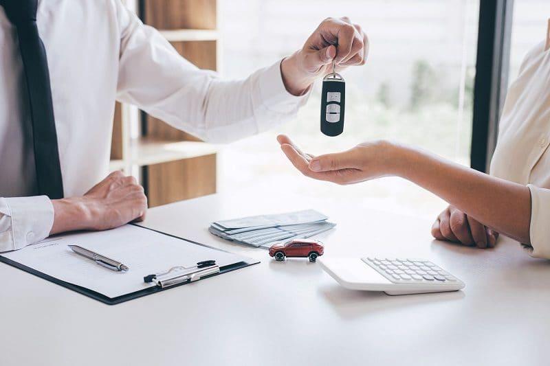 Ile kosztuje wypożyczenie auta? Ceny wynajmu i dodatków