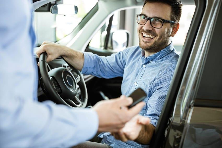 Czy długoterminowy wynajem samochodu to dobra alternatywa dla leasingu?