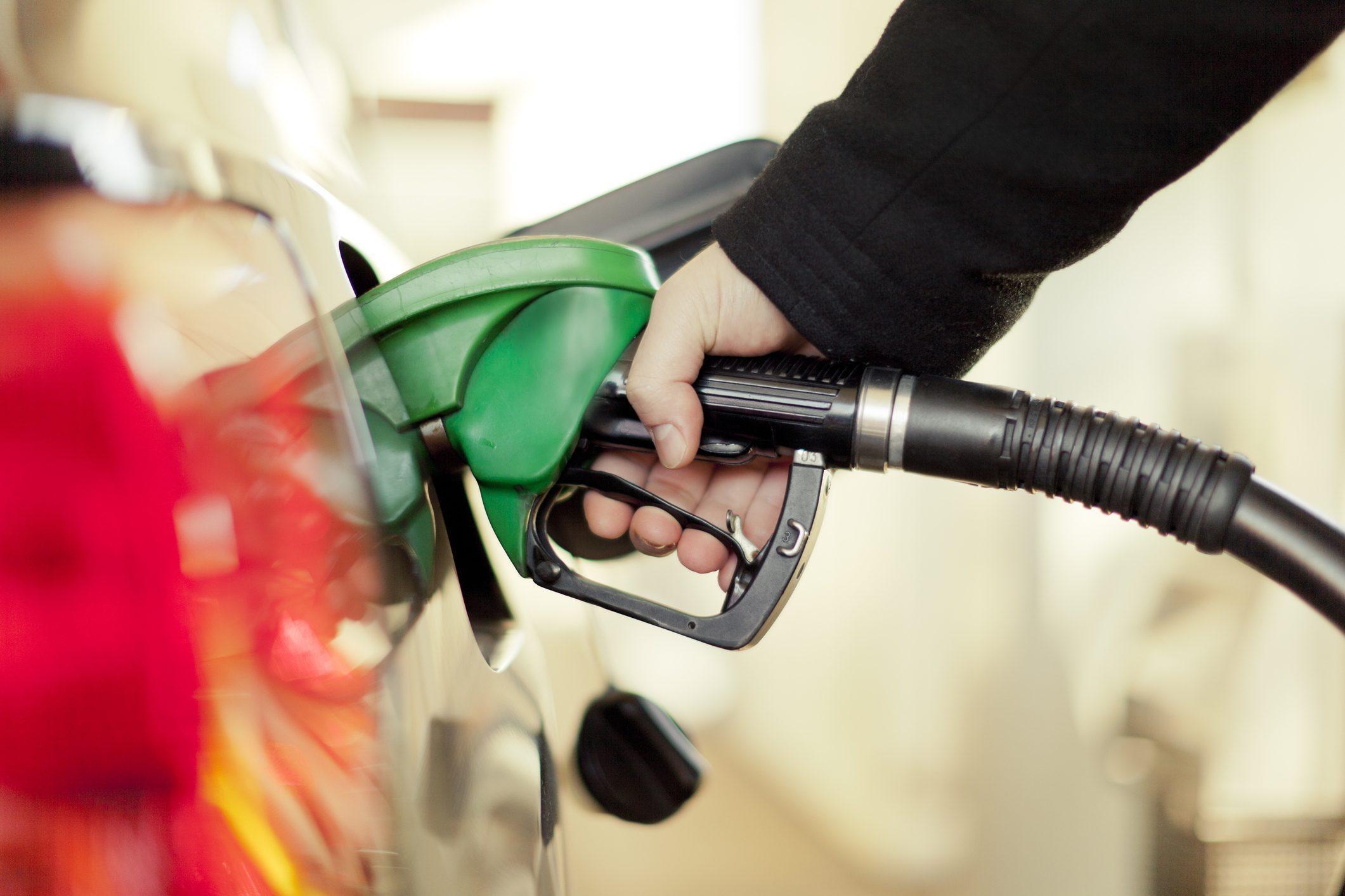 Tankowanie samochodu z wypożyczalni. Co musisz wiedzieć?